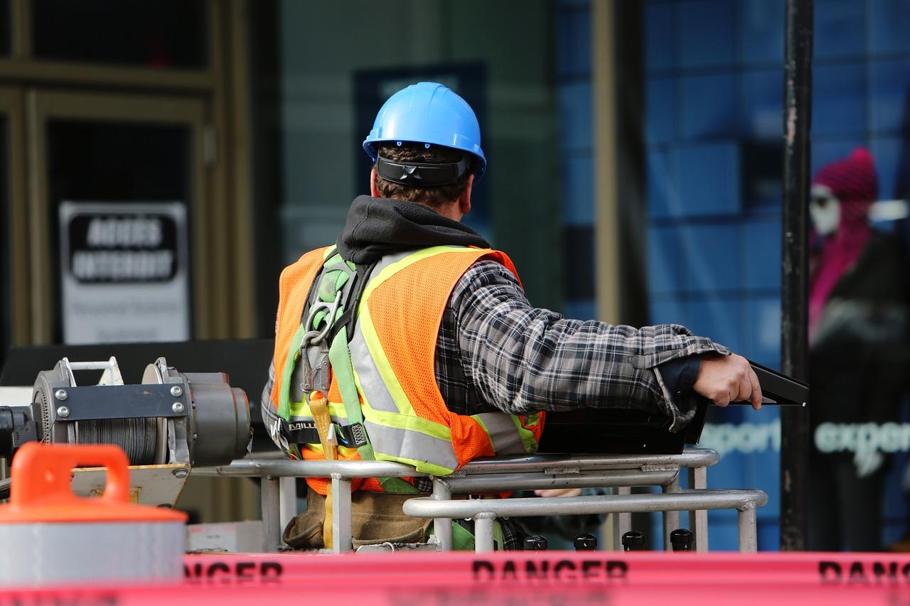 construction-worker-569126_1280